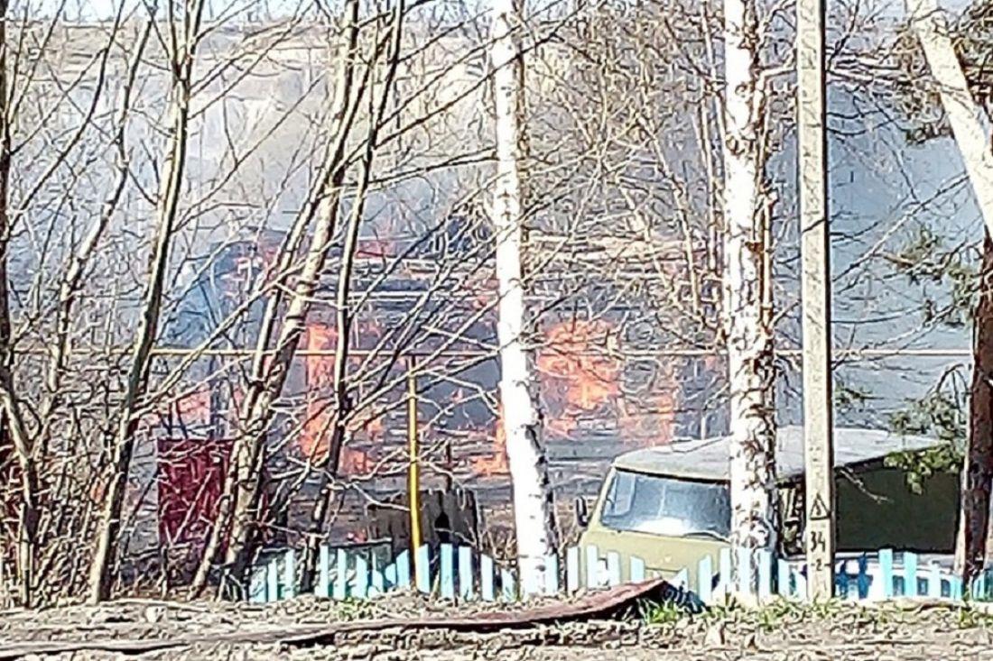 «Загорелся дом». Очевидец опубликовал пугающее фото с места пожара в Пензенской области
