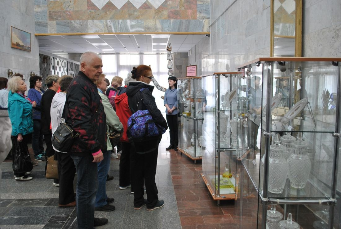 В Никольском музее стекла и хрусталя открылась выставка в преддверии Дня Победы