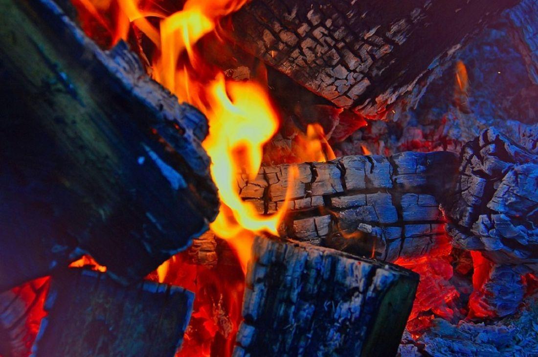 В Пензе сгорел дом и надворная постройка
