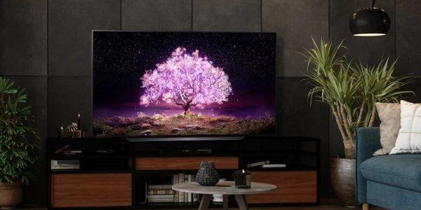 Новый телевизор с диагональной длиной почти два метра